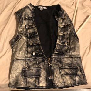 Vest. Used size M. Goood condition